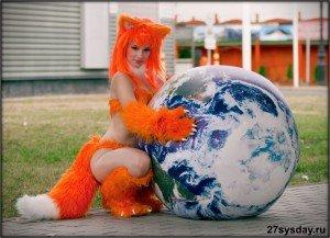 Девушка красивая в костюме лисы
