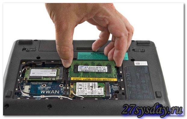 заменяем оперативную плату в ноутбуке