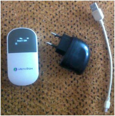Роутер е586, мини-USB 2.0 кабель (очень короткий) и импульсный блок питания